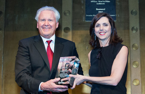 Beth Comstock presents 2017 Edison Acheivement Award to Jeff Immelt